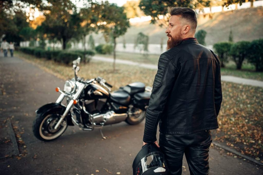 How Should a Motorcycle Jacket Fit - motorgearlab.com