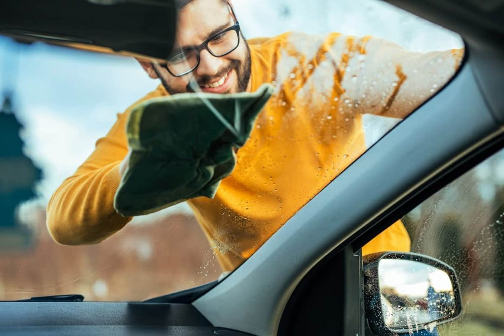 How to Remove Water Spots from Car Windows - motorgearlab.com